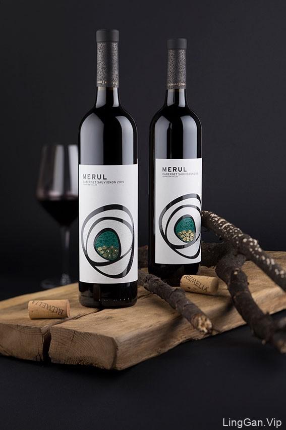 UV效果出众的MERUL葡萄酒瓶贴设计作品