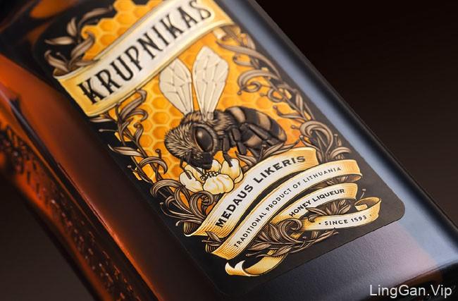 国外精致的KRUPNIKAS利口酒瓶贴设计