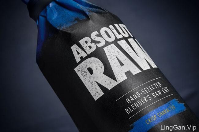 黑色系的Absolut RAW伏特加包装设计