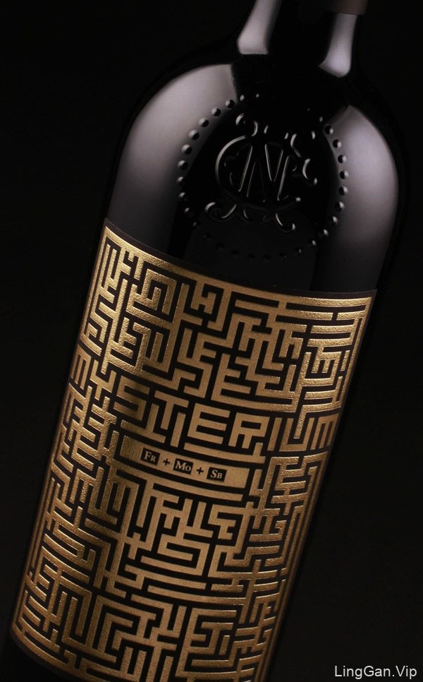 黑金系的Mysterium葡萄酒瓶贴设计欣赏