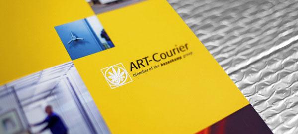 国外Art Courier竖版小画册设计分享