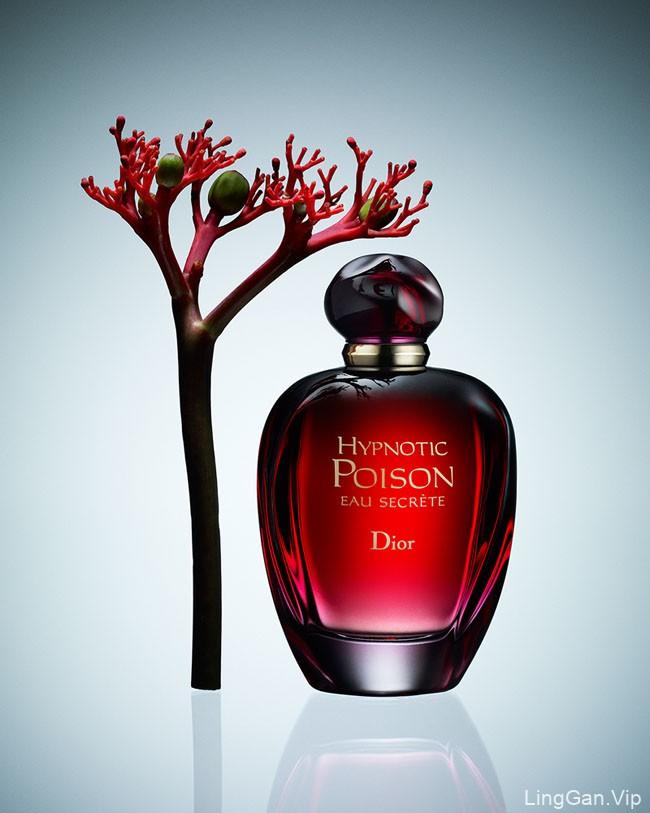 一组国外简洁精美的香水修图设计作品